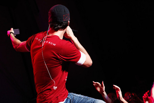 performs onstage at 103.5 KTU's KTUphoria at PNC Bank Arts Center - enrique-iglesias Photo