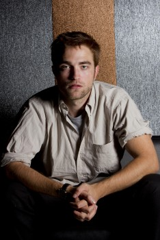 Robert Pattinson Middle  on Robert Pattinson Rpattz