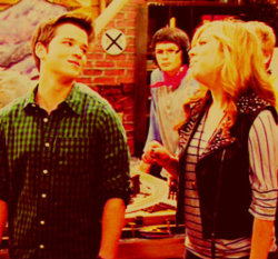 Sam and Freddie wallpaper probably containing a concert entitled seddie