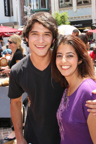 'Teen Wolf' Stars at 'Extra'