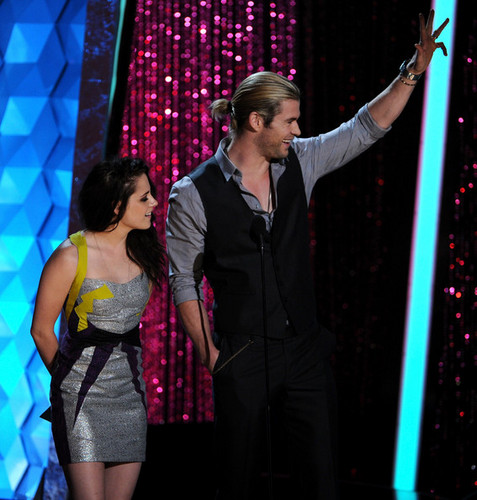 2012 MTV Movie Awards - Show - chris-hemsworth Photo