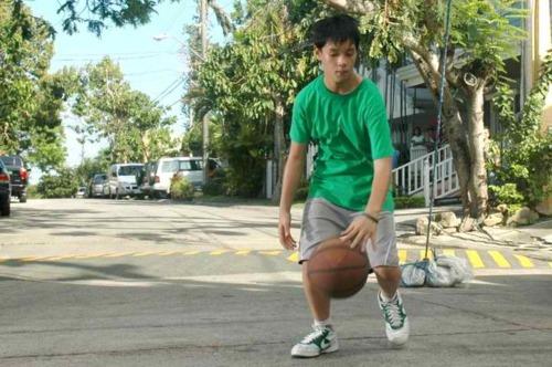 AJ playing 篮球