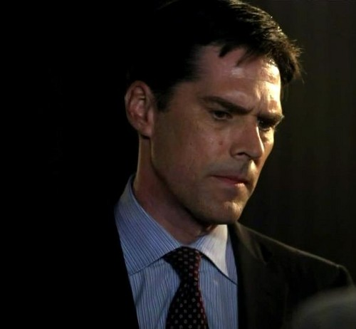 SSA Aaron Hotchner پیپر وال containing a business suit and a suit titled Aaron Hotchner