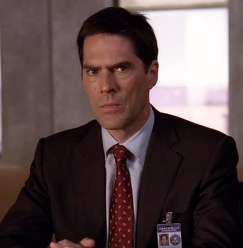 SSA Aaron Hotchner karatasi la kupamba ukuta with a business suit, a suit, and a pinstripe entitled Aaron Hotchner