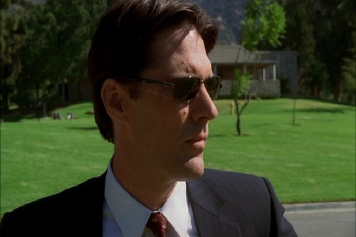 SSA Aaron Hotchner achtergrond with a business suit and a suit called Aaron Hotchner