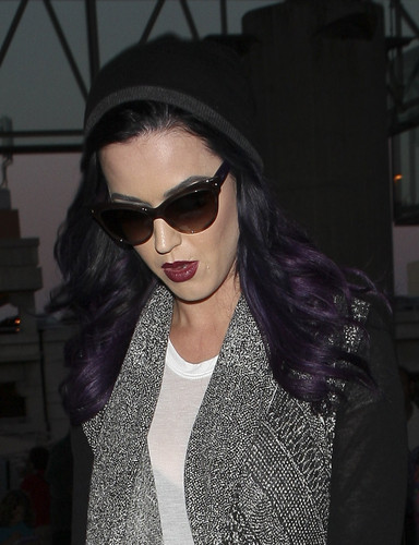 Katy Perry پیپر وال probably with sunglasses titled Arring At LAX To Catch A Flight To London [5 June 2012]