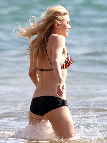 Ashley Olsen - On the beach in Hawaii, 12, May 2012