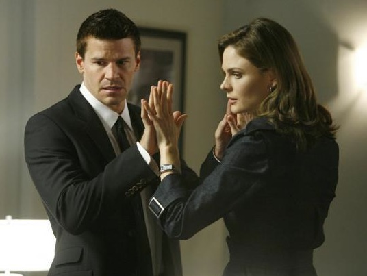what episode of bones does booth and brennan start dating