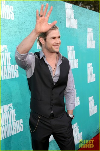 Chris Hemsworth - MTV Movie Awards 2012 - chris-hemsworth Photo