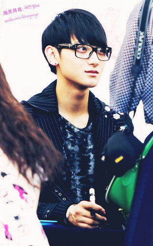 Tao 壁紙 containing sunglasses entitled Cute Glasses Pic ^///^