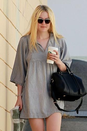 Dakota Fanning at Barnes & Noble in Los Angeles, 31-05-2012
