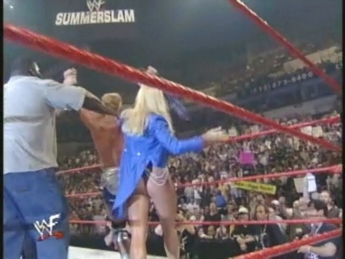 Frühere WWE-Diva… Debra Hintergrund called Debra Summerslam 99 rear view
