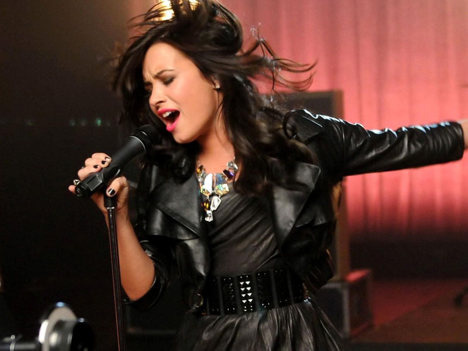 Demi - Demi Lovato Wal...