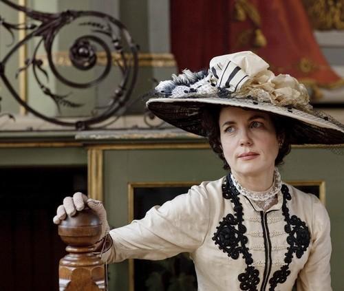 Elizabeth as Cora