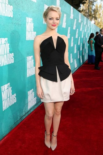 Emma Stone hình nền probably containing hosiery, bare legs, and a playsuit, người chơi entitled Emma @ the 2012 MTV Movie Awards