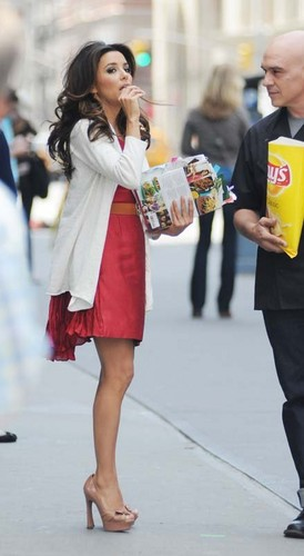 Eva  filming a Lay's potato chip commercial in NYC - eva-longoria Photo