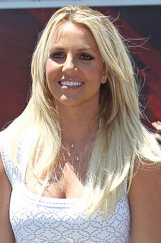rubah, fox The X Factor Auditions in Kansas City, Missouri [8 June 2012]