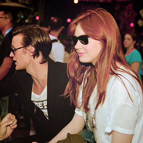 Matt Smith & Karen Gillan wallpaper with sunglasses entitled Friends