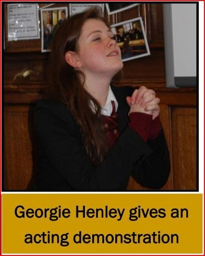 GOERGIE HOLDS A NARNIA ENGLISH LESSON