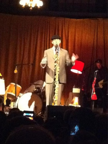 "Hugh Laurie- Concert: ""Jaqua کنسرٹ Hall"" - Eugene, Oregon.."