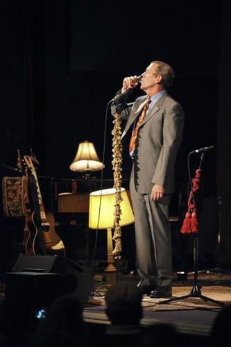 Hugh Laurie live at Jaqua کنسرٹ Hall 5.31.12