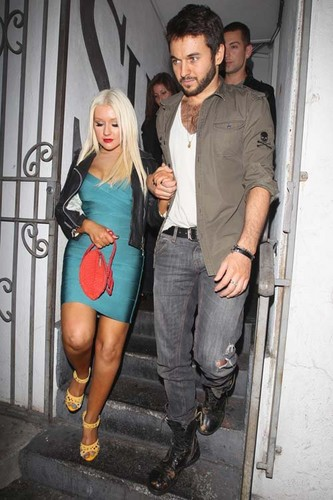 In Beverly Hills, CA (1 June 2012) - christina-aguilera Photo