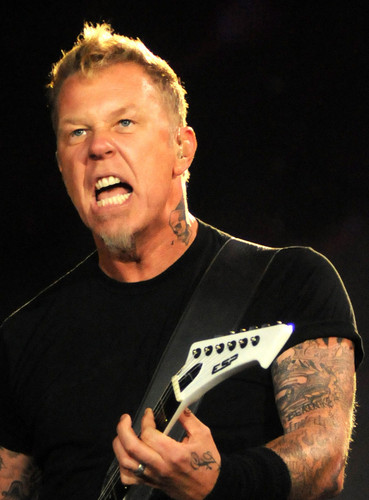 James Hetfield wallpaper with a guitarist and a concert entitled James Hetfield