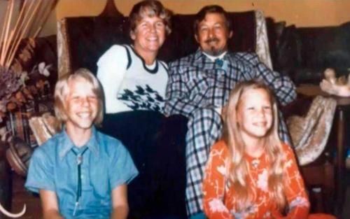 James Hetfield Hintergrund possibly containing a brasserie entitled James & his family; - RARE