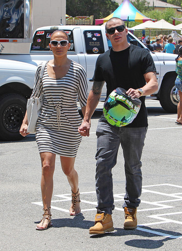 Jennifer Lopez wallpaper possibly with a hip boot, sunglasses, and a boater entitled Jennifer Lopez And Family Seen At The Round Meadow Elementary School In Calabasas [3 June 2012]