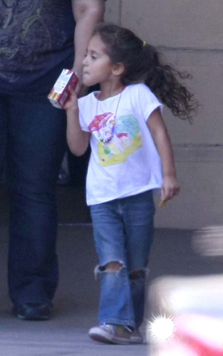 Jennifer - On a Video Shoot with her daughter Emme, and Casper Smart in LA - June 01, 2012 - jennifer-lopez Photo