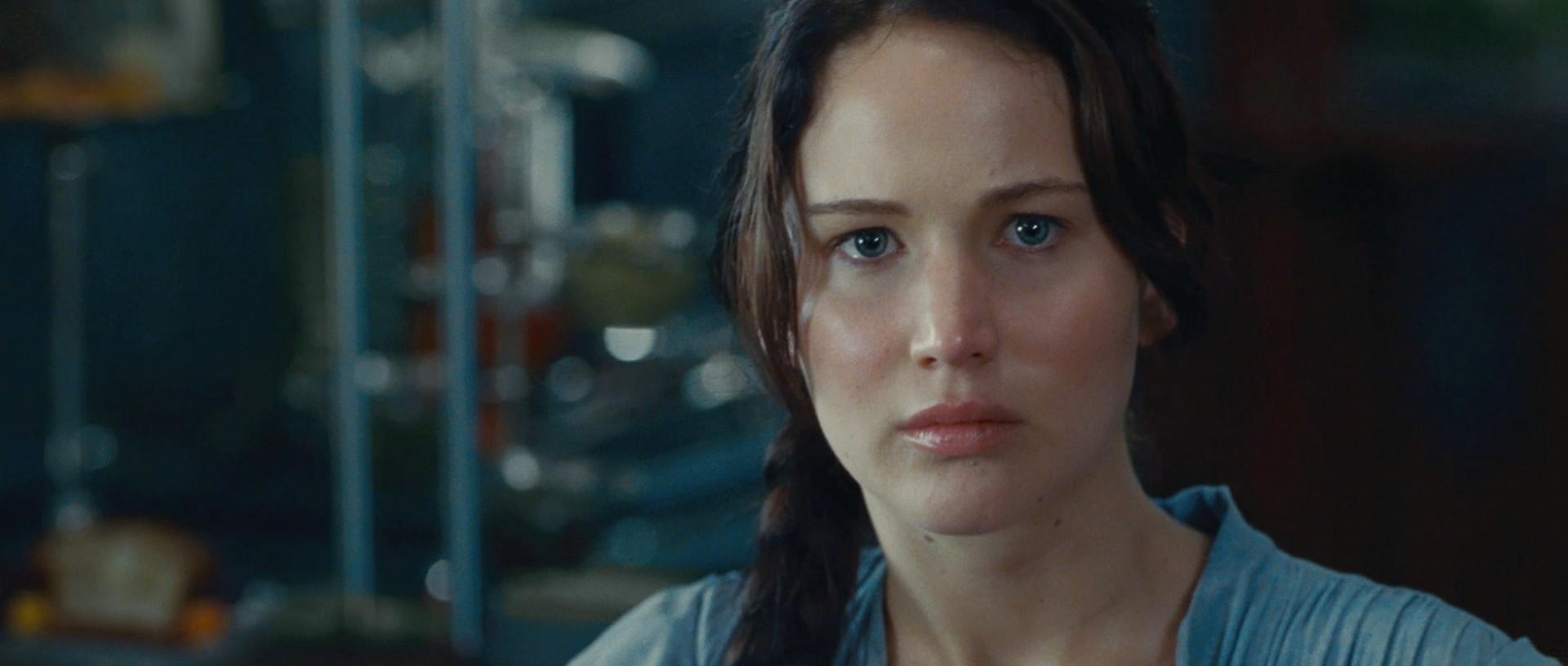 http://images5.fanpop.com/image/photos/31000000/Jennifer-as-The-Hunger-Games-Katniss-Everdeen-jennifer-lawrence-31068360-1920-816.jpg