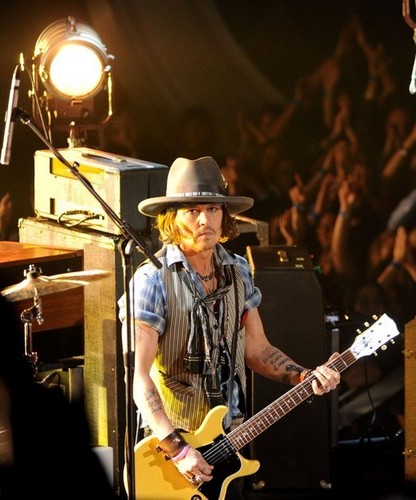 Johnny Depp wallpaper with a guitarist, a concert, and a fedora entitled Johnny @ the MTV Movie Awards