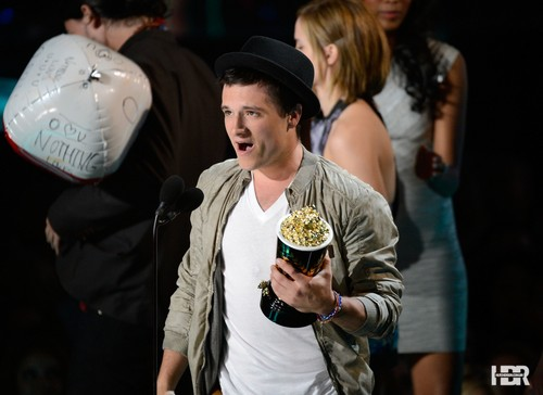Josh at the 엠티비 Movie Awards 2012