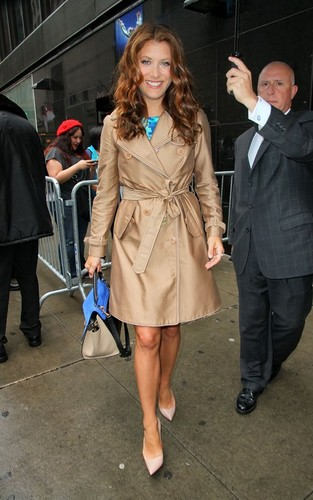 "Kate Walsh fond d'écran probably with a trench manteau entitled Kate out for an appearance on ""Good Morning America"""