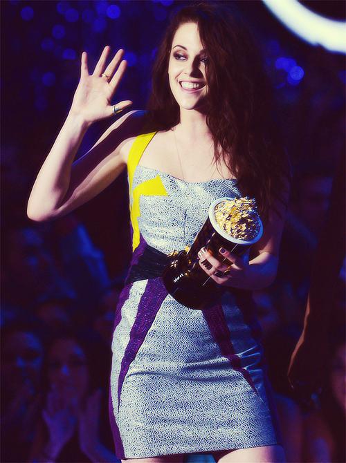 Kristen Accepting Best Movie 2012!