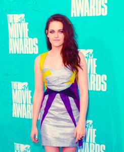 Kristen Stewart - 音乐电视 Movie Awards 2012