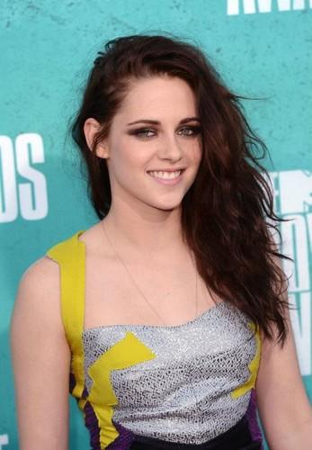 Kristen at the MTV Movie Awards 2012