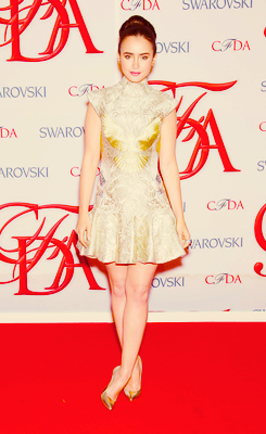 Lily Collins এল-মৃত্যু পত্র CFDA Fashion Awards (2012)