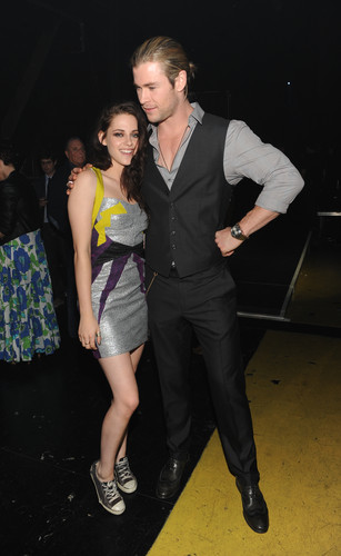 MTV Movie Awards 2012 - robert-pattinson-and-kristen-stewart Photo