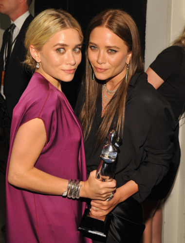 Mary-Kate & Ashley Olsen wallpaper entitled Mary-Kate & Ashley Olsen - 2012 CFDA Fashion Awards - Winners Walk, June 04, 2012