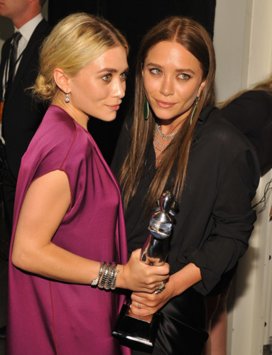 Mary-Kate & Ashley Olsen - 2012 CFDA Fashion Awards - Winners Walk, June 04, 2012