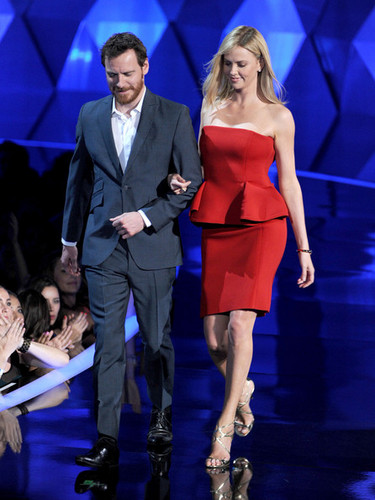 Michael Fassbender with Charlize Theron at the एमटीवी Awards