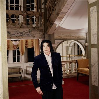 Michael Jackson Featured in the سونا Magazine (2002)
