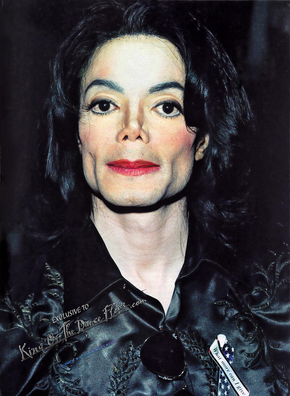 Michael Jackson at the Radio Music Awards, October 27th 2003 HQ ...