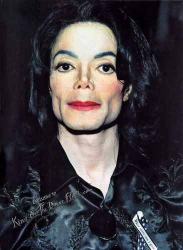 Michael Jackson at the Radio Music Awards, October 27th 2003 HQ - michael-jackson Photo