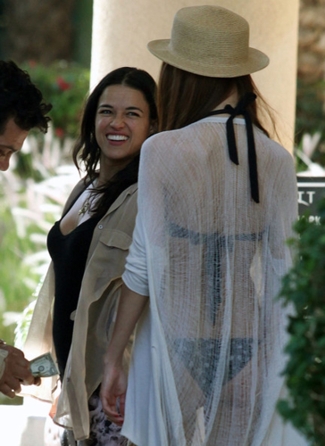 Michelle - Checked out of her hotel in Palm Springs, April 16, 2012