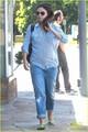 Mila Kunis: Green Nail Salon Stop!