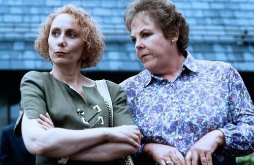 норка, норки украл, палантин & Mary Jo Catlett in Serial Mom