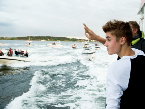 plus pictures of Justin in Norway