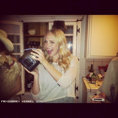 New personal pics of Candice.